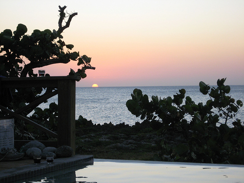 Sunset @ Roatan Island, Honduras Photo: Esme_vos, used under Creative Commons License (By 2.0)
