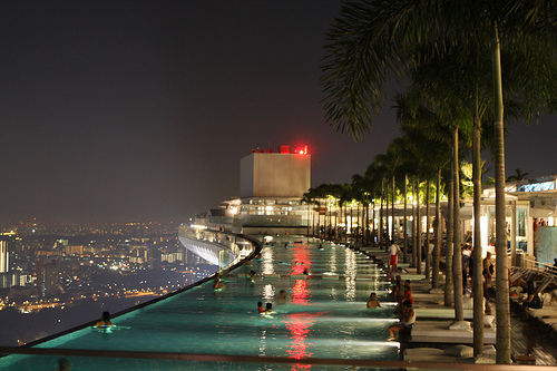 Infinity Pool @ Marina Bay Sands Casino - Singapore. Photo: green_kermit, used under Creative Commons License (By 2.0)