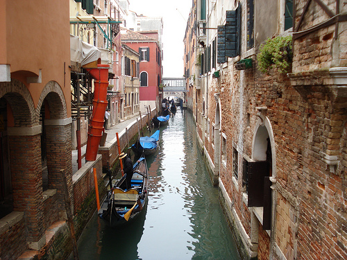 Side canals of Venice Photo: kevgibbo, used under Creative Commons License (By 2.0)