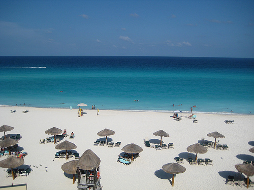 Beachfront @ Cancun Photo: ricardodiaz11, used under Creative Commons License (By 2.0)