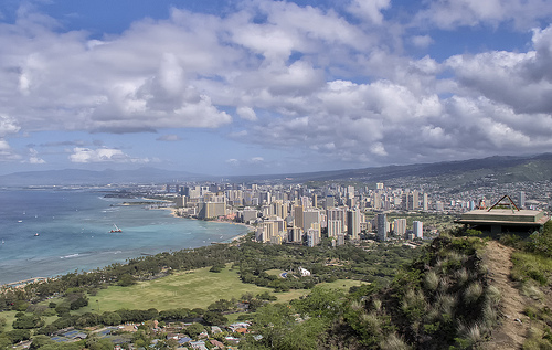 View of Downtown Honolu from Diamond Head - Photo: snowpeak, used under Creative Commons License (By 2.0)