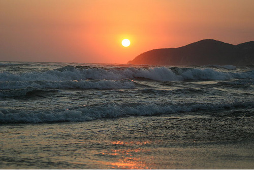 Sunset in Acapulo, Mexico. Photo: Arturo Mann, used under Creative Commons License (By 2.0)