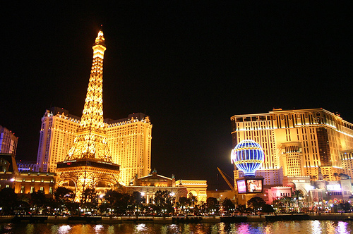 The Strip at Night, Las Vegas, Nevada Photo: C@mera M@n, used under Creative Commons License (By 2.0)
