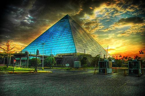 Pyramid Arena Memphis, Tennessee . Photo: BlankBlankBlank, used under Creative Commons License (By 2.0)