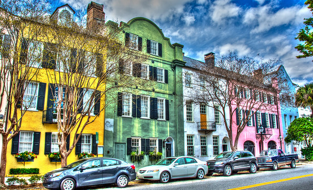 Rainbow Row, Charleston, South Carolina - Photo: Barry Peters via Flickr, used under Creative Commons License (By 2.0)