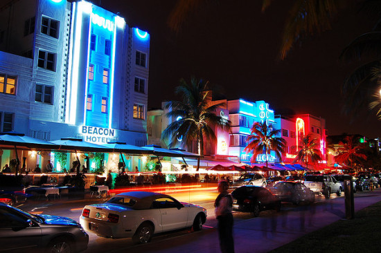 Art Deco District at Night, South Beach, Miami, Florida - Photo: Wyn Van Devanter via Flickr, used under Creative Commons License (By 2.0)
