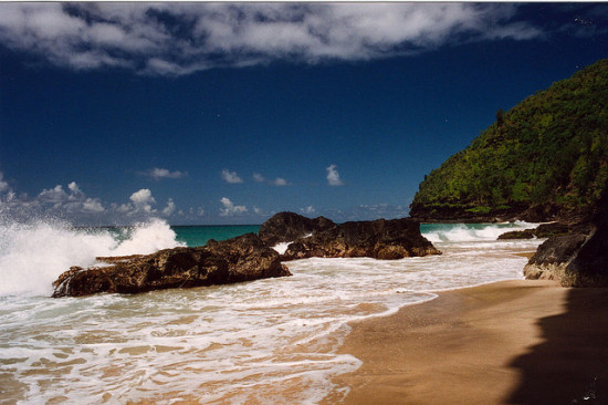 Hanakapiai Beach, Na Pali Coast, Kauai, Hawaii - Photo: Jeff Kubina via Flickr, used under Creative Commons License (By 2.0)