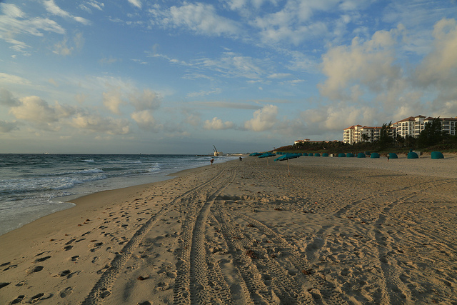 American – $106: Philadelphia – West Palm Beach, Florida (and vice versa). Roundtrip, including all Taxes