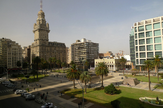 Plaza Indendencia, Montevideo, Uruguay - Photo: John Walker via Flickr, used under Creative Commons License (By 2.0)