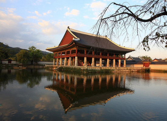 Gyeongbok Palace, Seoul, South Korea - Photo: Bridget Colla via Flickr, used under Creative Commons License (By 2.0)