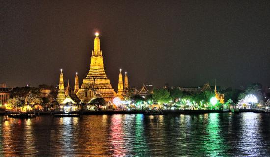 Wat Arun at Night, Bangkok, Thailand - Photo: Paul_012 via Flickr, used under Creative Commons License (By 2.0)