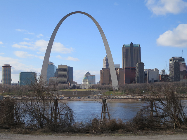 American – $114 (Regular Economy) / $64 (Basic Economy): Phoenix – St. Louis, Missouri (and vice versa). Roundtrip, including all Taxes