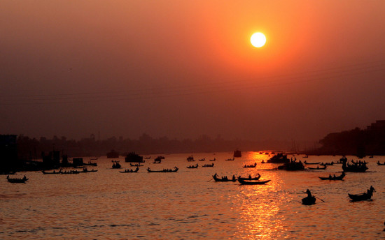 Buriganga River, Dhaka, Bangladesh - Photo: nasir khan via Flickr, used under Creative Commons License (By 2.0)