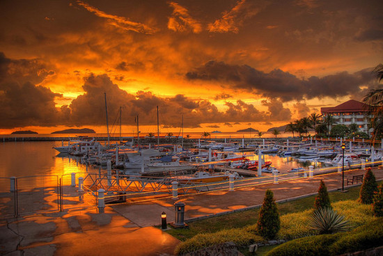 Sutera Harbor Sunset, Kota Kinabalu, Malaysia - Photo: Jo Schmaltz via Flickr, used under Creative Commons License (By 2.0)