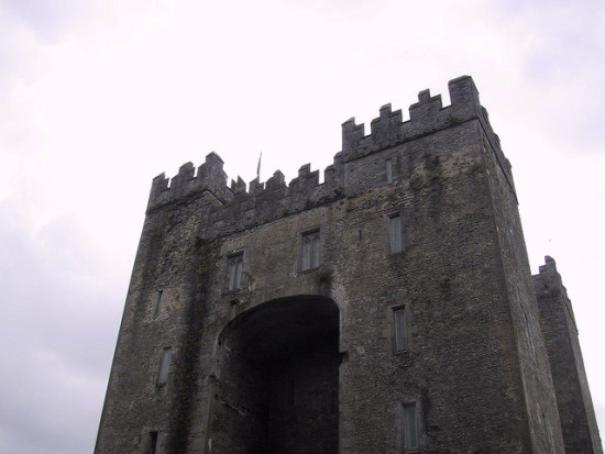 Bunratty Castle, Shannon, Ireland - Photo: Edward O'Connor via Flickr, used under Creative Commons License (By 2.0)