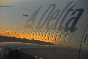 Sunset reflexions at Atlanta airport – Photo: Franco Folini via Flickr, used under Creative Commons License (By 2.0)