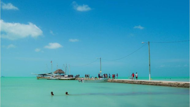 The unspoiled blue waters of Sarteneja, Belize - Photo: (c) 2017 - Min Lee of Fuglee Studio