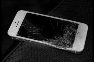 Broken iPhone screen - Photo: Michael Gil