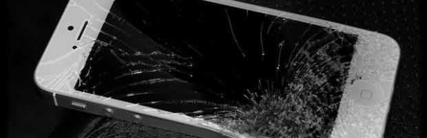 Broken iPhone screen - Photo: Michael Gil