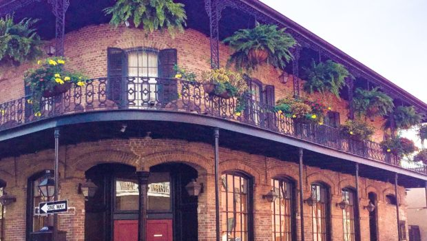 The beauty of the French Quarter – actually the backdrop for the Popeye's TV commercial! - Photo: (c) 2017 - Yvonne of Hello Wander World